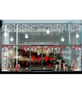 vitrine-decoration-noel-traditionnel-volutes-givrees-sapin-enneige-bois-luge-cristaux-renne-noeud-cadeau-vitrophanie-electrostatique-DECO-VITRES