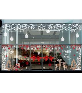 vitrine-decoration-noel-chalet-bois-volutes-givrees-sapin-enneige-bois-luge-cristaux-renne-noeud-cadeau-vitrophanie-electrostatique-DECO-VITRES